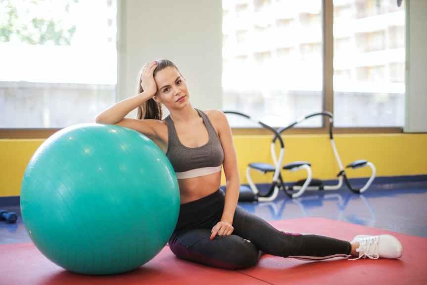 Sedenje na žogi – rešitev za bolečine v križu alimit?