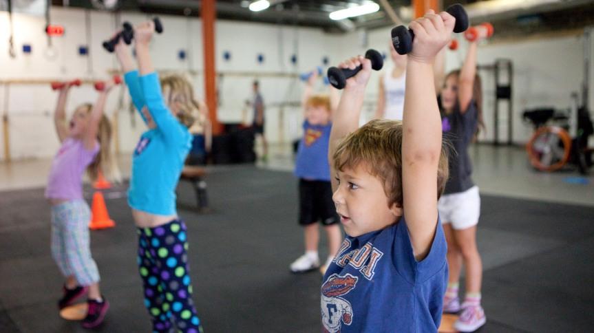Je fitnes oziroma vadba za moč primerna zaotroke?